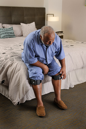 060_Neurometrix_340px_SENSUS 1 - Male sitting on bed