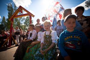 shutterstock_134003402_Russian_Children_300px